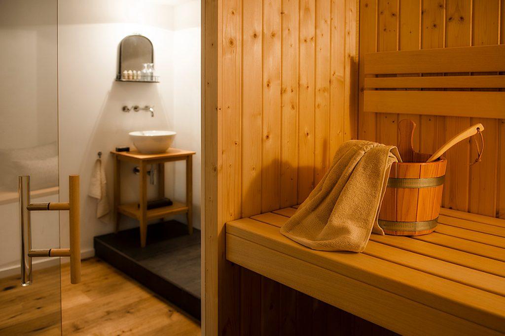 Bukoll Bäder und Wärme, Dießen am Ammersee, Referenzen, Bad mit Sauna, Waschtisch, Sauna