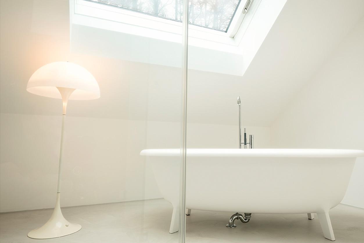 dachbad-bukoll-fugenloses-badewanne-frei