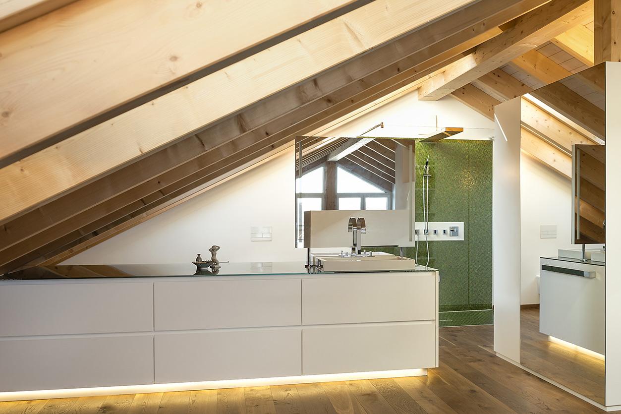 Bukoll Bäder und Wärme, Dießen am Ammersee, Referenzen, Dachbad, Holz im Bad, Dachfenster