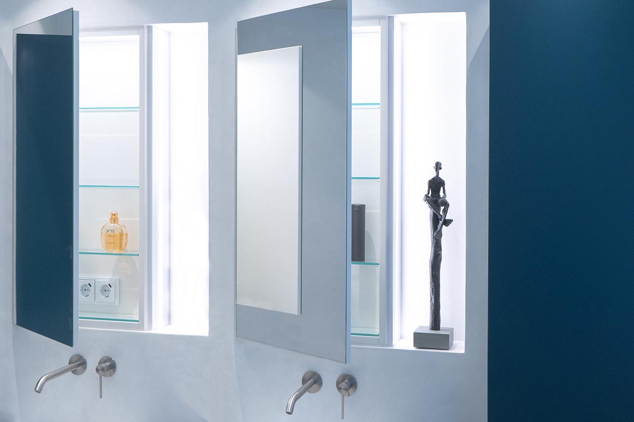 Bukoll Bäder und Wärme, Dießen am Ammersee, Referenzen, kleines Bad in blau, Doppelwaschbecken, Spiegel