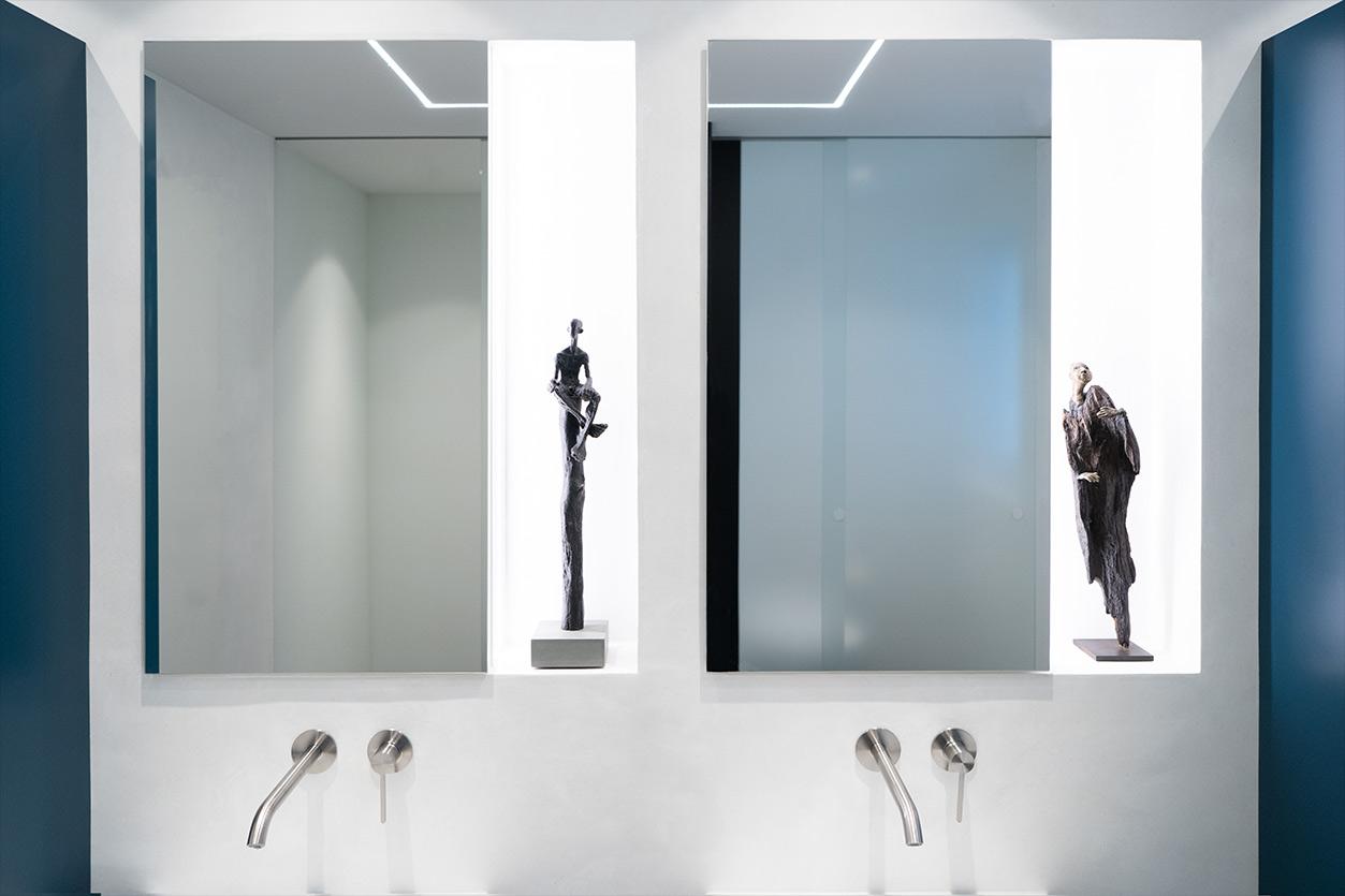 Bukoll Bäder und Wärme, Dießen am Ammersee, Referenzen, kleines Bad in blau, Waschtische, Spiegel