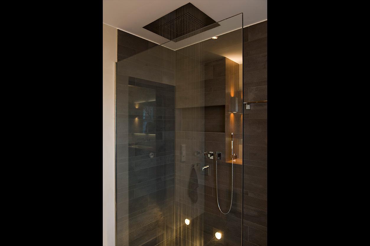Bukoll Bäder und Wärme, Dießen am Ammersee, Referenzen, kleines Bad, elegantes Holz, Regendusche