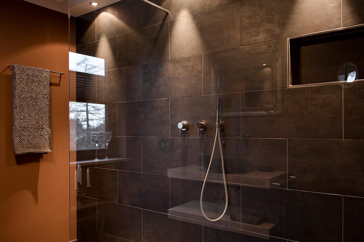 afrikanische-steppe-im-bad-bukoll-duschbereich