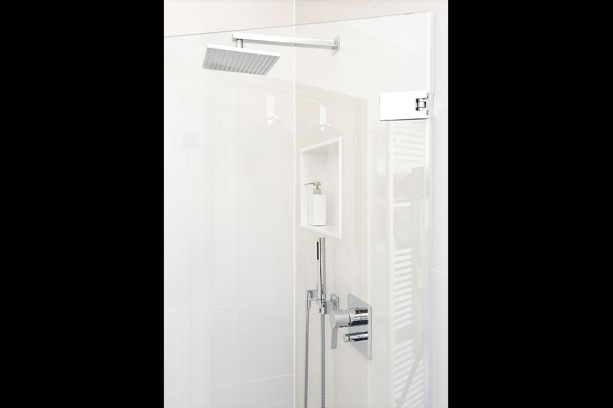 bad-mit-oberlicht-bukoll-dusche