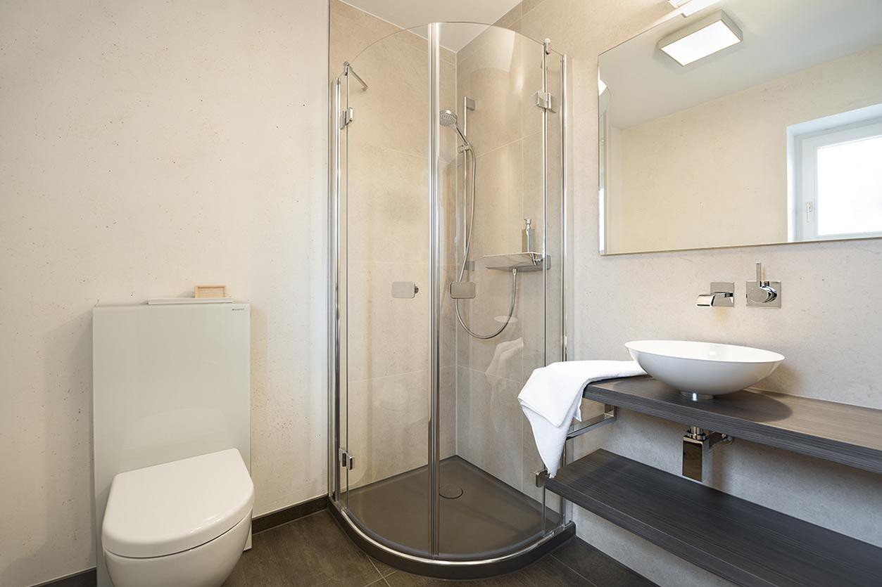 gaestebad-ton-in-ton-bukoll-runde-duschkabinetueren