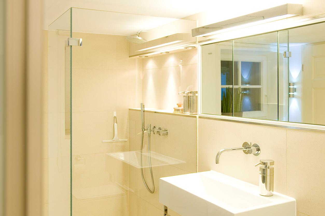 kellerbad-mit-flair-bukoll-dusche-spiegel